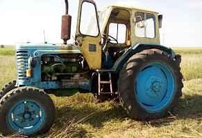 Трактор мтз,прицеп,плуг и сенокоска