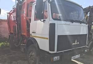 2 мусоровоза ко-440-8